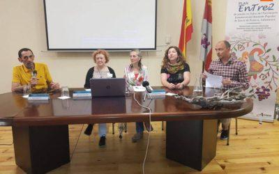 El Bordado Serrano destaca en la Escuela de Alcaldes de San Esteban de la Sierra